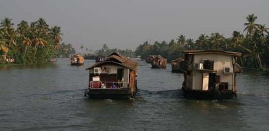 Kerala houseboat traffic jam near Alleppey